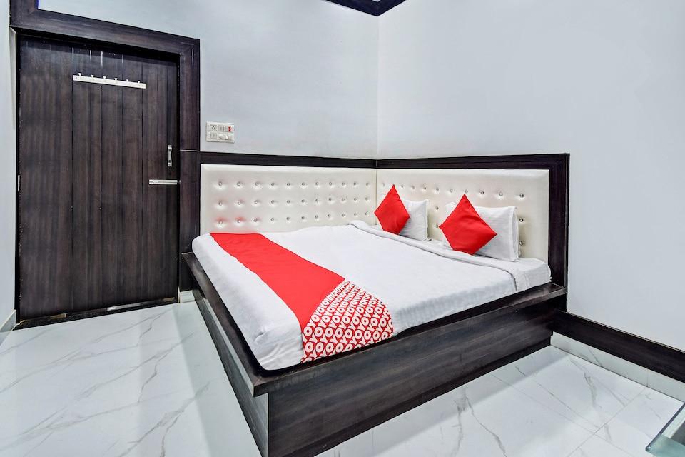 OYO 61267 Ashish Palace, Padav, Gwalior