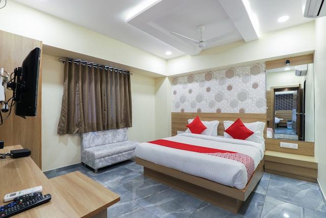 OYO 61372 Hotel Vishala  Deluxe
