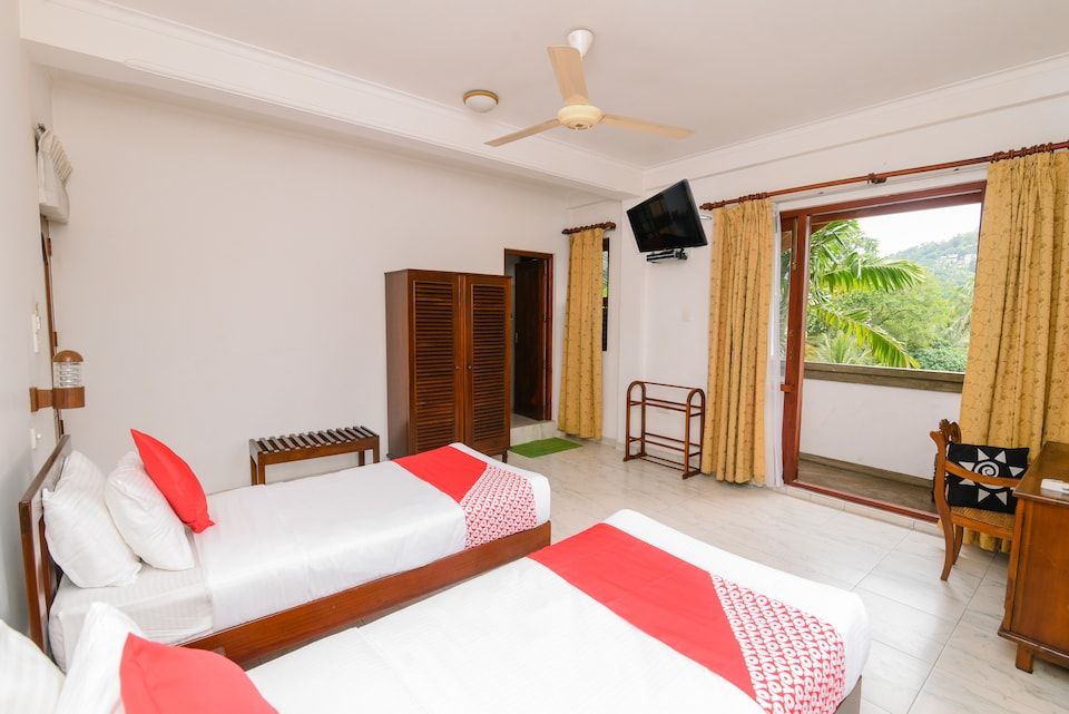 OYO 373 Grand Kandy Villa