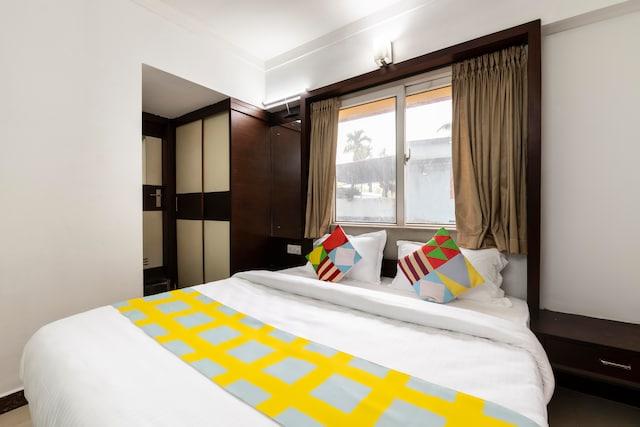 OYO Home 61478 Elegant Comfortable Decent