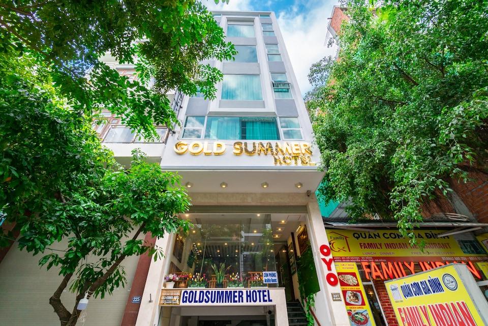 OYO 389 Gold Summer Hotel