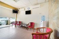 OYO 89461 Cp Hotel