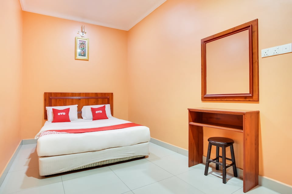 OYO 89470 My Town Hotel