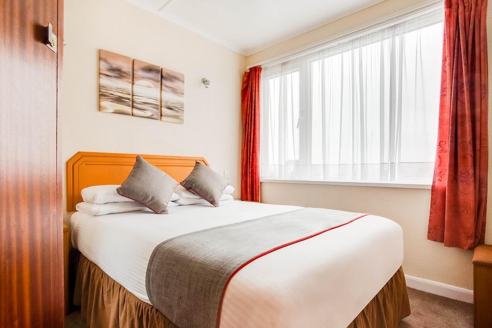 OYO Godolphin Arms Hotel