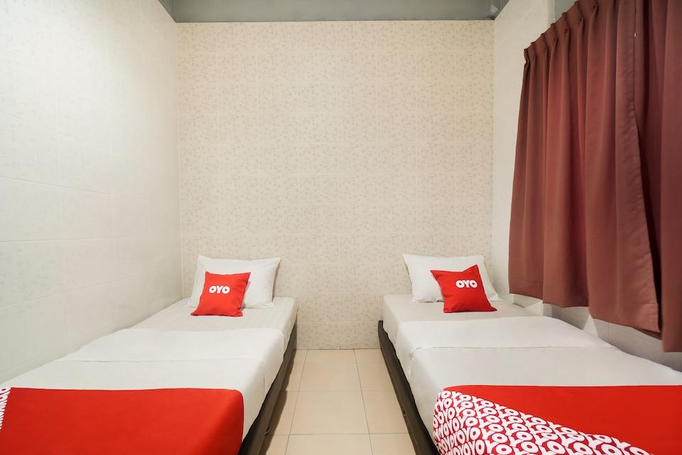 OYO 89477 Sunshine Hotel