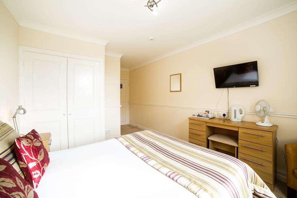 OYO White Horse Lodge Hotel