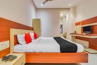 Capital O 61658 Bhatia Hotel Deluxe