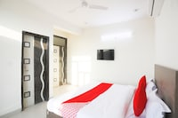 OYO 61722 Rajmahal Residency Hotel