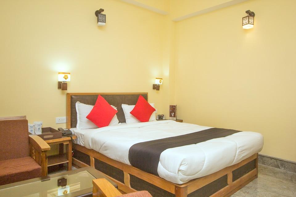 Capital O 61801 Hotel Regal Residency