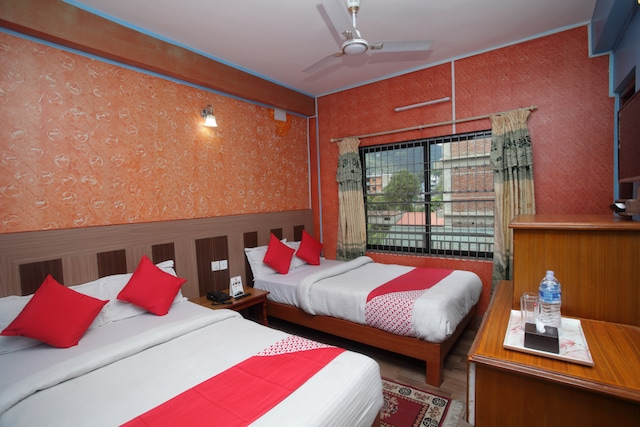 OYO 618 Hotel Middle Point