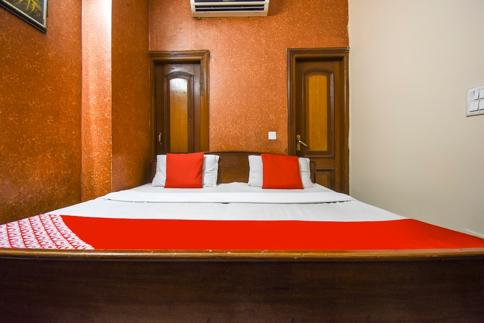 OYO 5022 Hotel Golden Palace