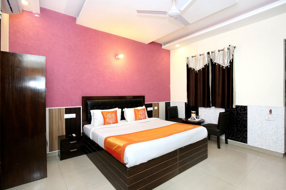 OYO 5026 Preet Hotel, Railway Station Chandigarh, Chandigarh