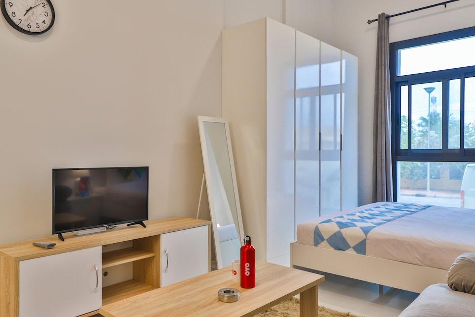 OYO Home 326 Studio Plazzo Residence JVT