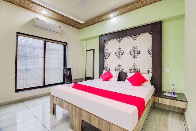 OYO 61952 Hotel Keshava Palace