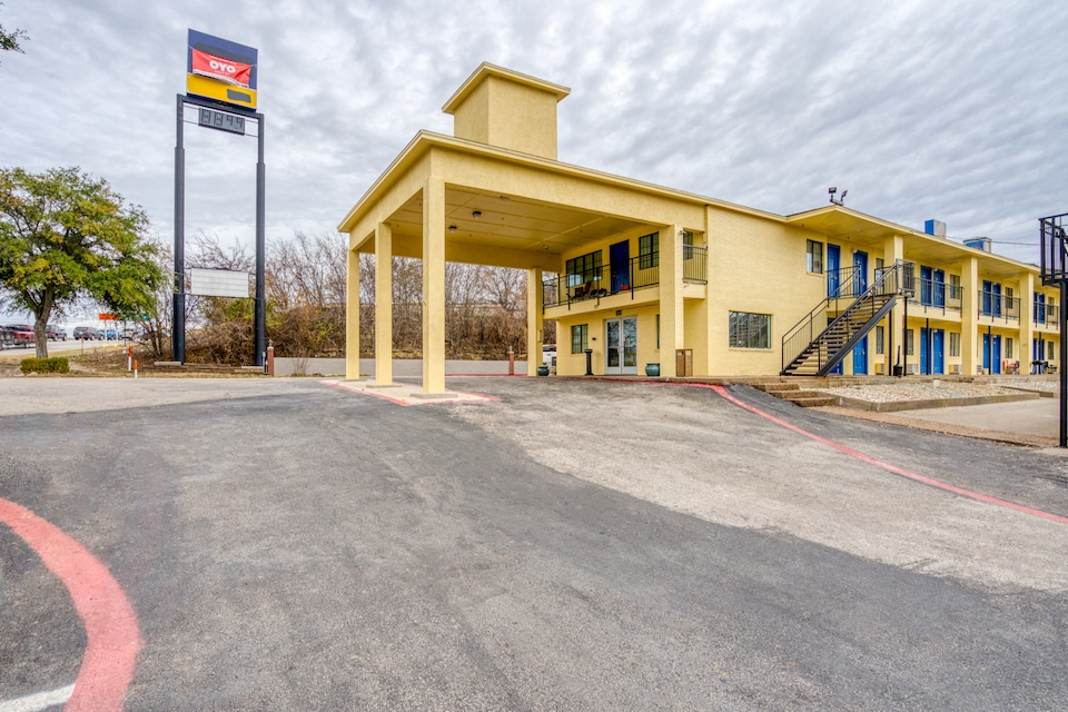 OYO Hotel Weatherford I-20 South