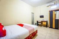 OYO 1720 A2b Residence