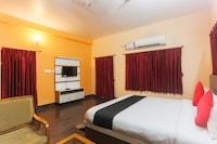Capital O 62001 Chetan Inn Deluxe