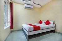 OYO 62042 Niloy Guest House
