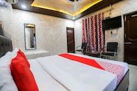 OYO 62050 Lucky Hotel