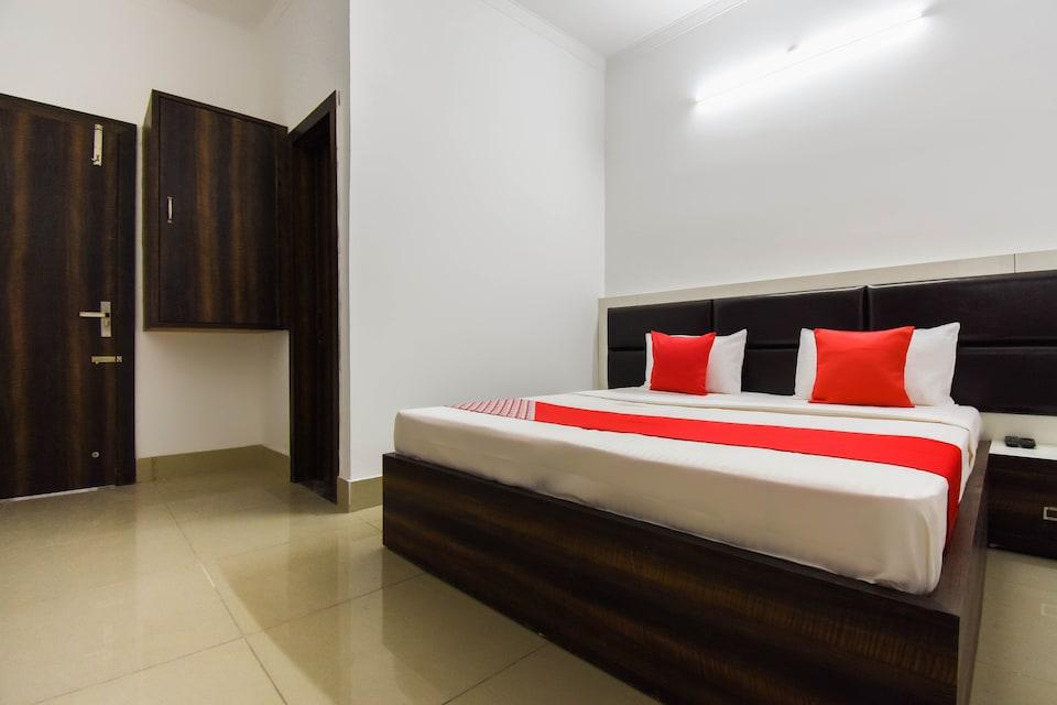 OYO 62051 Hotel Bhardwaj