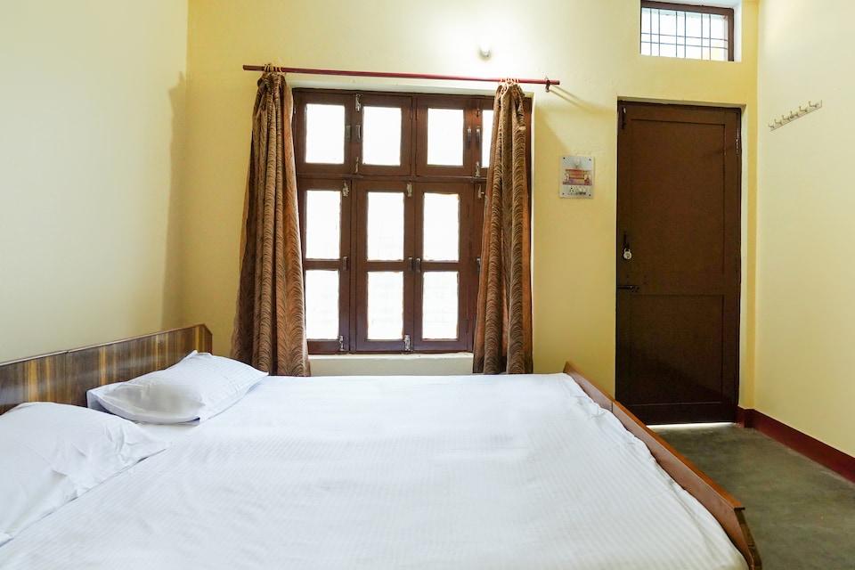 SPOT ON 62122 Hotel Holi Sangam