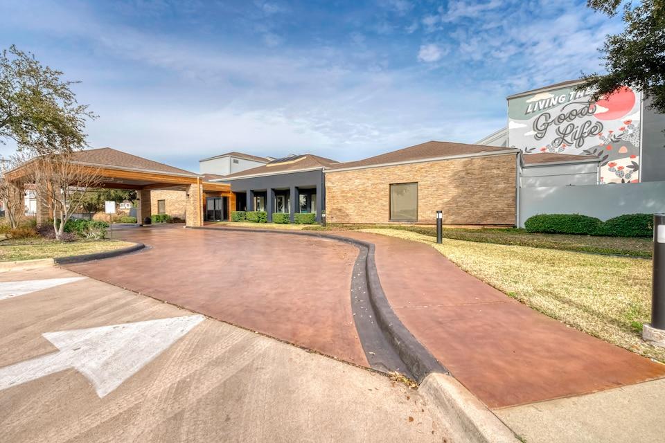 OYO Townhouse Dallas Love Field Airport