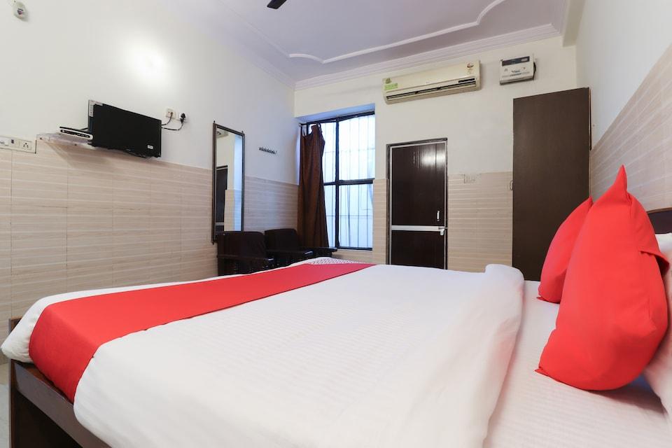 OYO 62288 Hotel Sapna