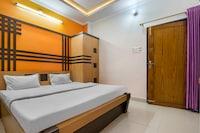 SPOT ON 62318 Rajhamsa Hotel