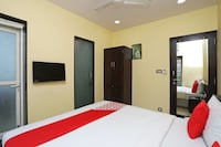 OYO 16703 Hotel The Platinum