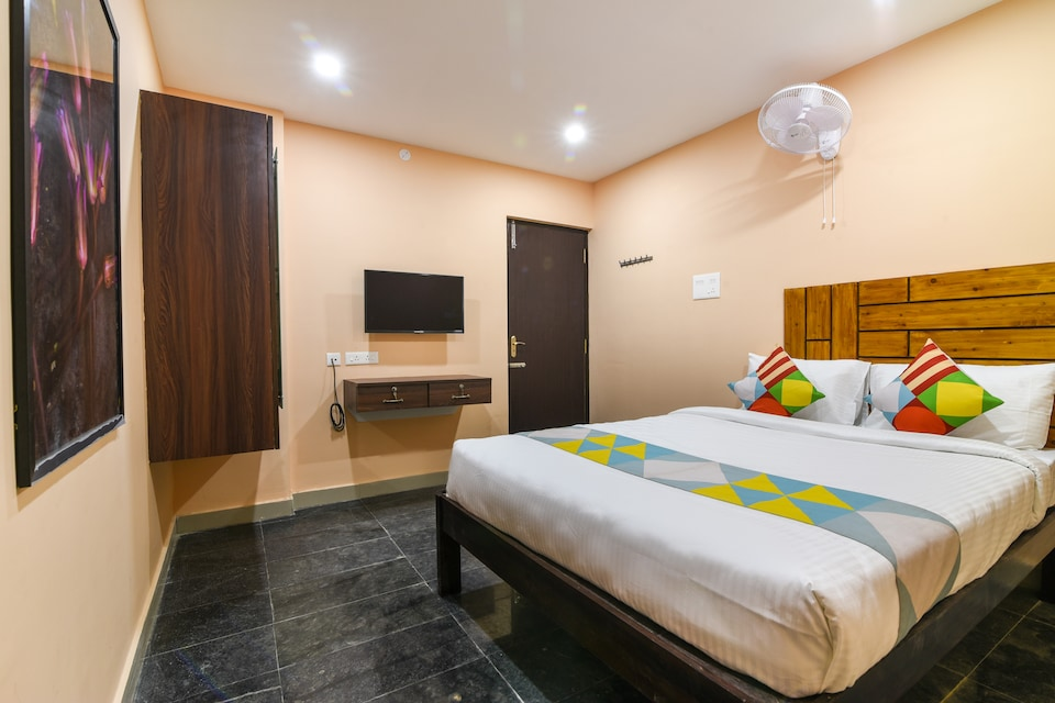 OYO Home 62423 Compact Studio Cozy Stay, Near To Kamatci Hotel