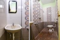 OYO Home 62423 Compact Studio Near Kamatci Hotel