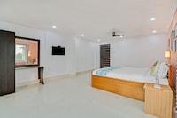 OYO Home 62621 Comfortable Home Rajarhat