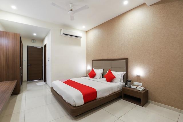 OYO 62666 Hotel Rajdeep Palace Suite
