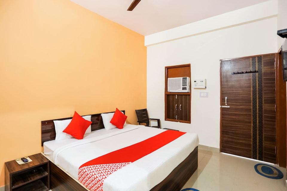 OYO 62948 Hotel Dakshit Inn