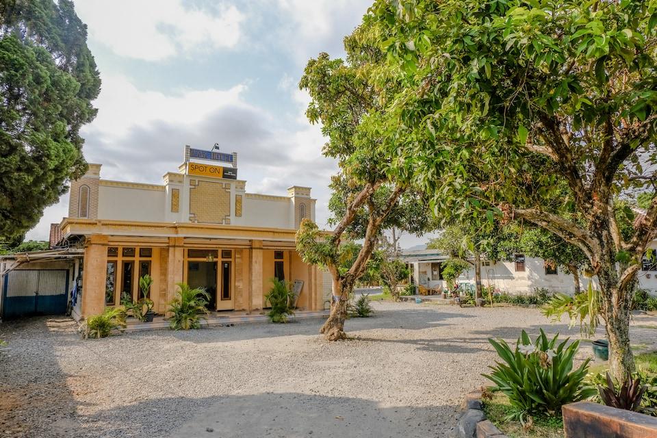 SPOT ON 1847 Hotel Maya
