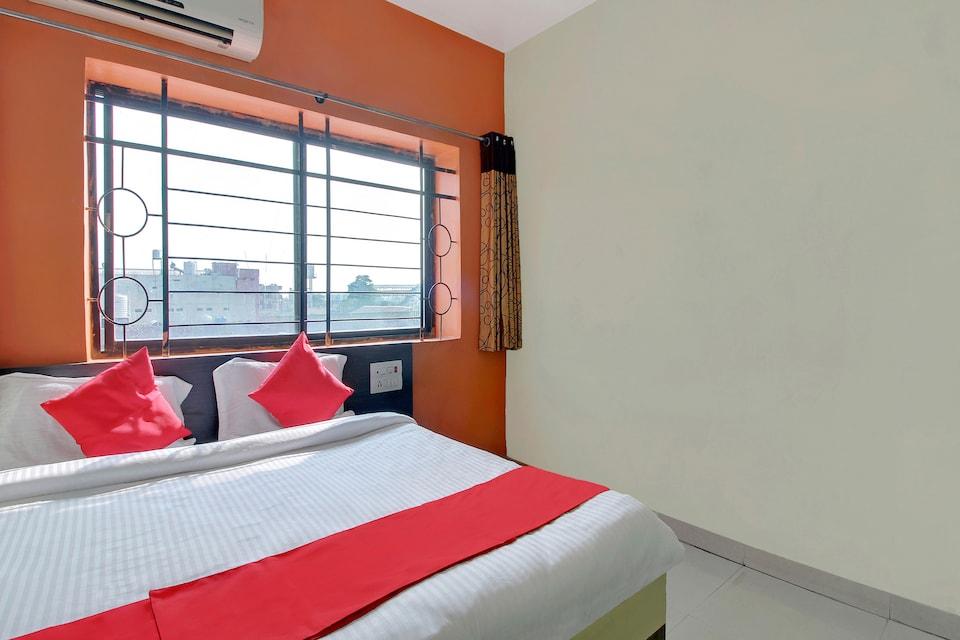 OYO 62998 Hotel Divya Plaza