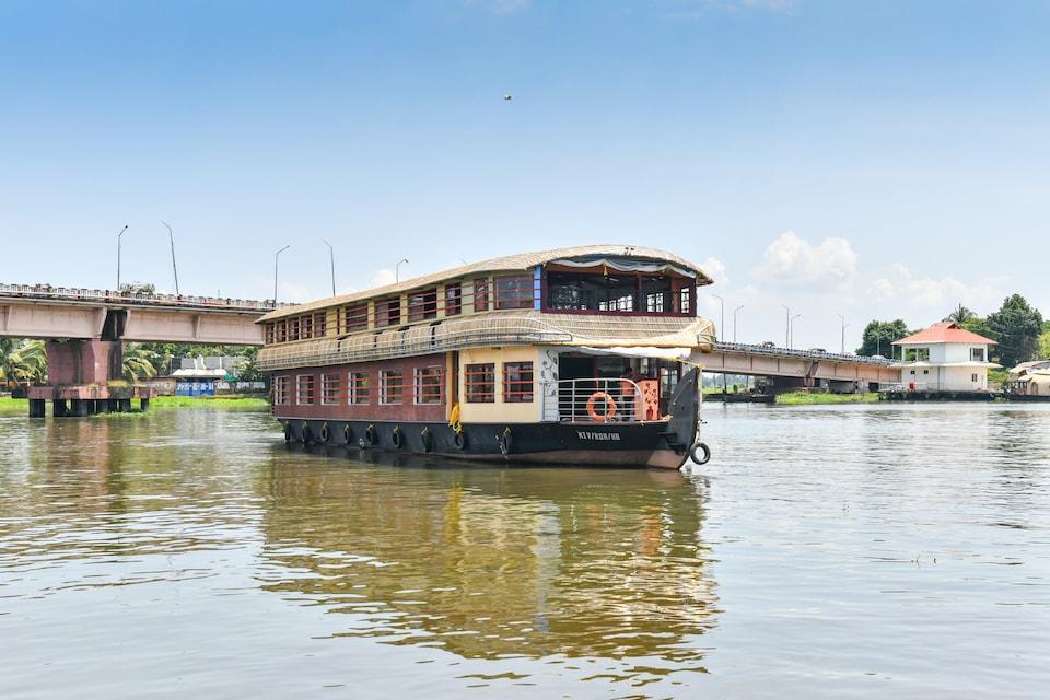 OYO 63020 Egc 4 Bhk Sharing Houseboat
