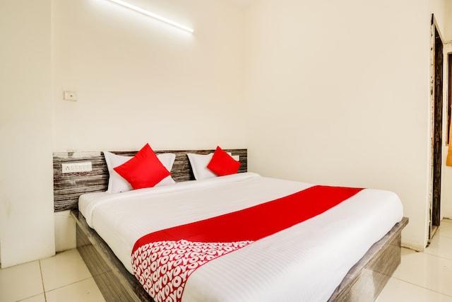 OYO 63185 Hotel Sundara Palace