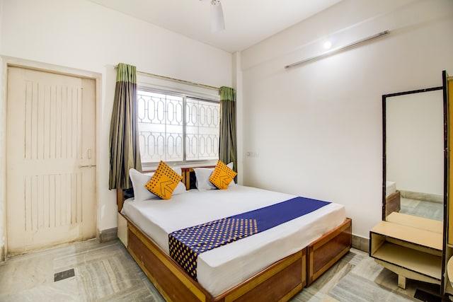 SPOT ON 63194 Hotel Raj Tourist