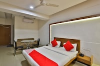 OYO 5122 Hotel Midway Residency