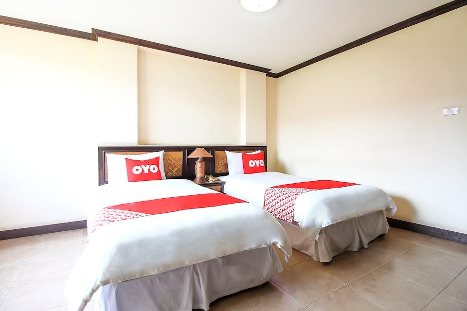 OYO 383 White Inn Hotel