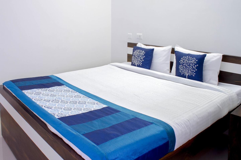 OYO 5129 Royal Comfort Suites Nallagandla -1