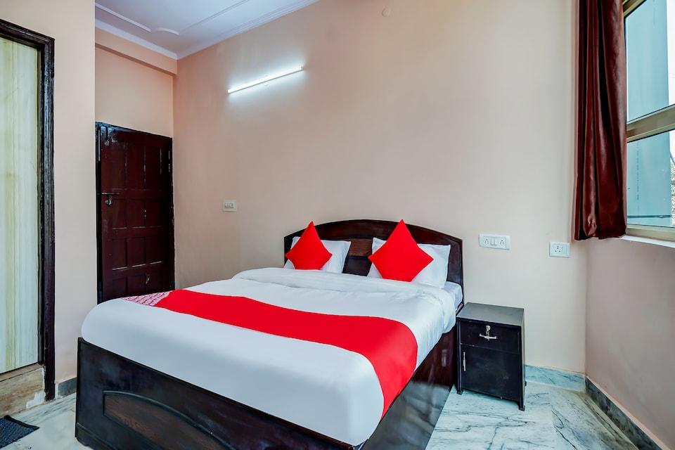 OYO 63361 Hotel Akash Green Field