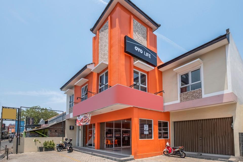 OYO Life 1877 Side Corner, Cirebon, Cirebon