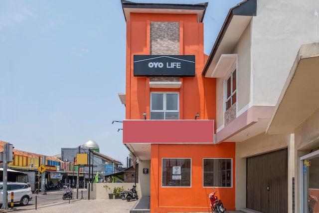 OYO Life 1877 Side Corner