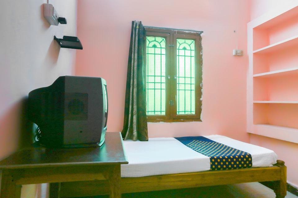 SPOT ON 63682 Tharun Guest House