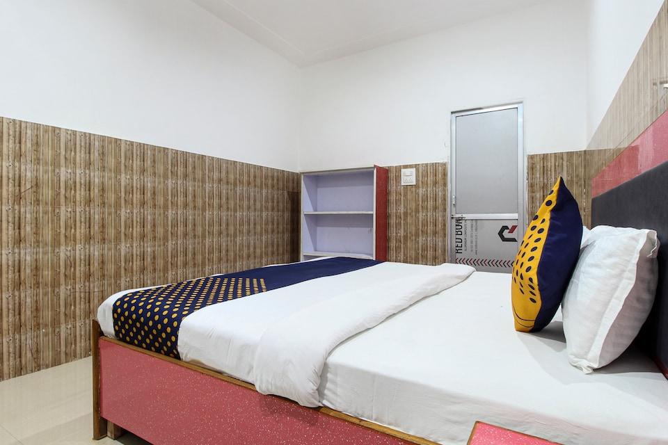 SPOT ON 63746 Fauzi Hotel