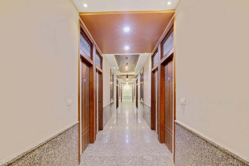 OYO 63905 Hotel Royal Empire