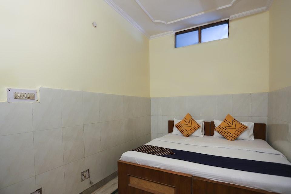 SPOT ON 63909 Hotel Indra