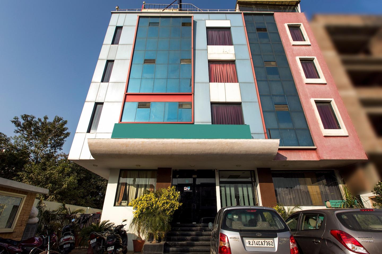 OYO Rooms 052 Durgapura Flyover Facade-1